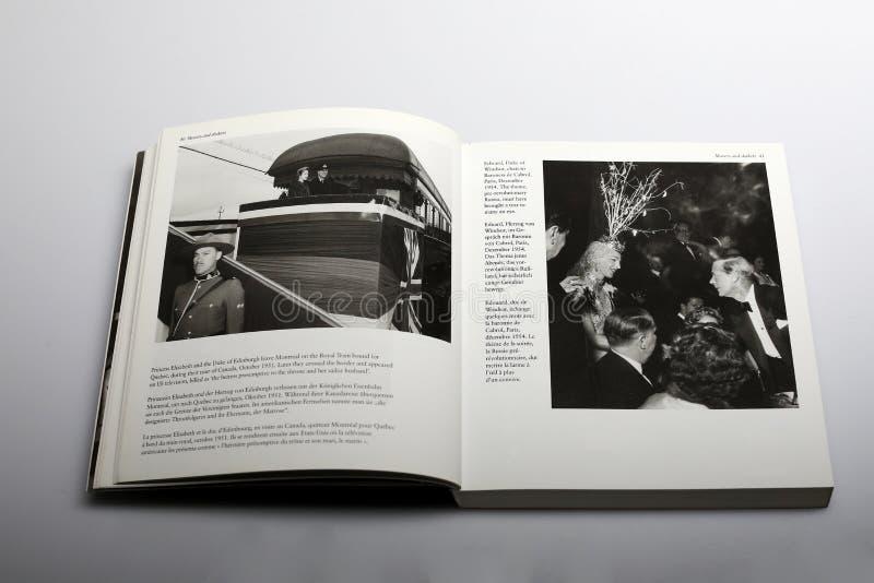 Livro da fotografia por Nick Yupp, pela princesa Elizabeth e pelo duque de Edimburgo foto de stock royalty free