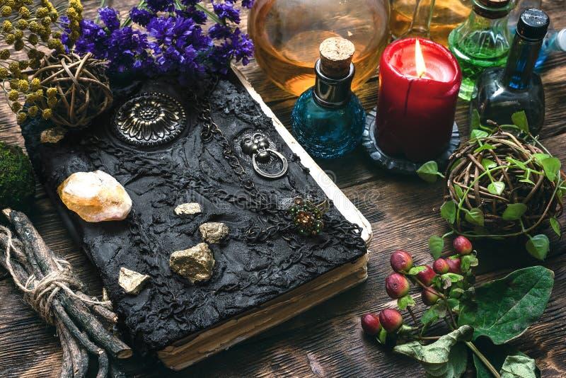 Livro da mágica fotos de stock royalty free
