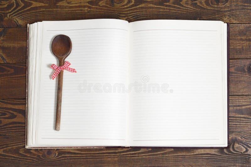 Livro da receita do vintage com páginas vazias fotografia de stock royalty free