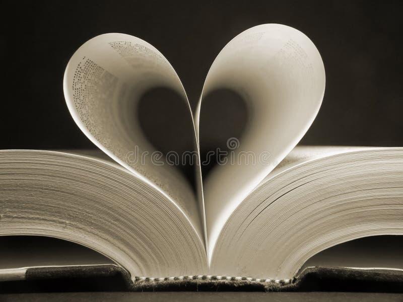 Livro dado forma coração imagens de stock royalty free