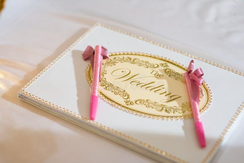 Livro de assinatura do casamento fotos de stock royalty free