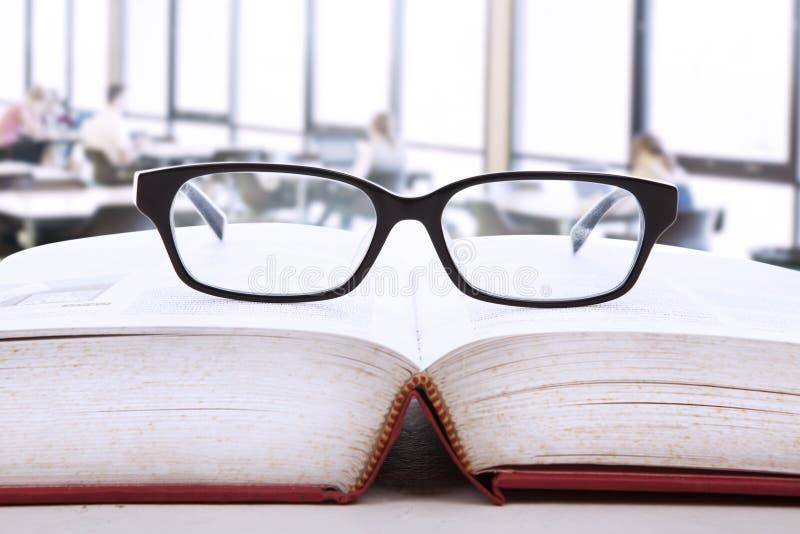 Livro de conhecimento foto de stock