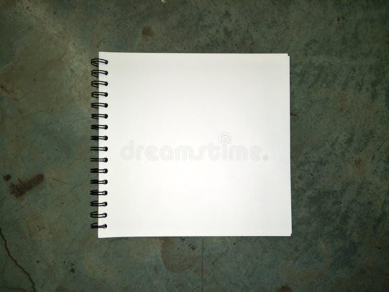 Livro de desenho no assoalho fotos de stock