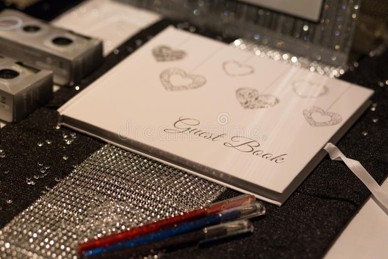 Livro de hóspedes do local de encontro do casamento fotografia de stock royalty free