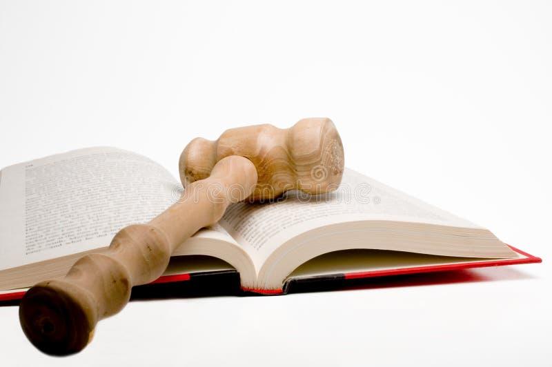 Livro de lei e Gavel imagens de stock royalty free