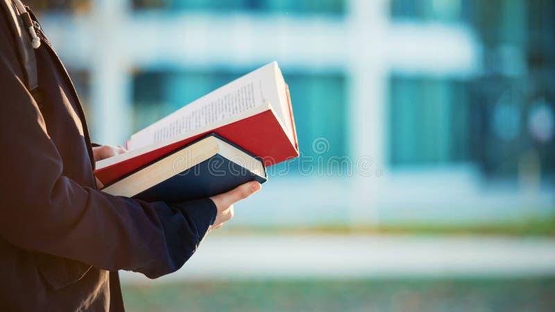 Livro de leitura foto de stock