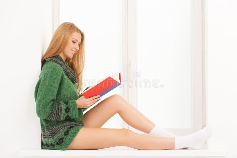 Livro de leitura. foto de stock royalty free