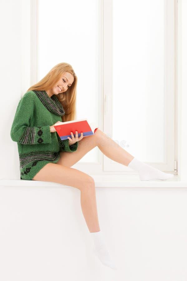 Livro de leitura. fotografia de stock