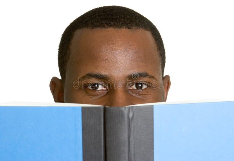 Livro de leitura do estudante imagens de stock