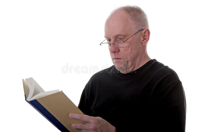 Livro de leitura do homem imagem de stock