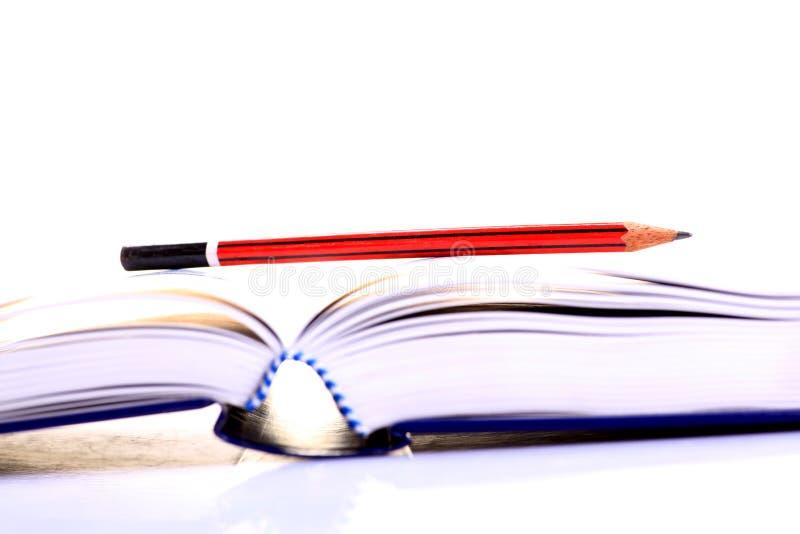 Livro e lápis imagem de stock