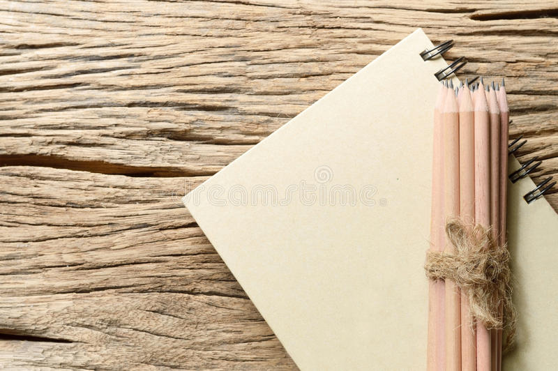 Livro e lápis imagens de stock