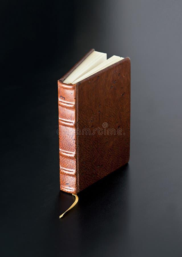 Livro encadernado de couro imagem de stock