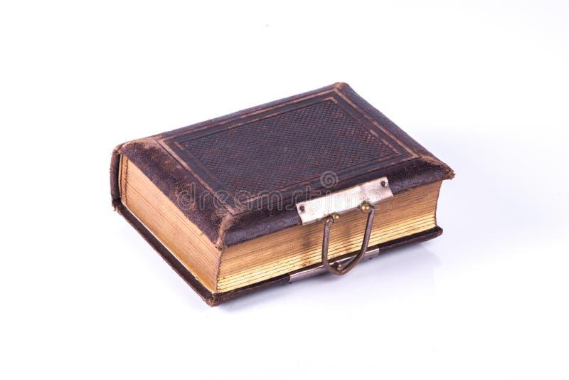 Livro handcrafted velho com sistem do fechamento fotos de stock royalty free