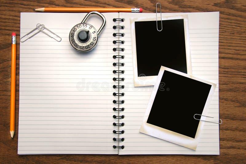 Livro, lápis e polaroids brancos da cópia fotos de stock