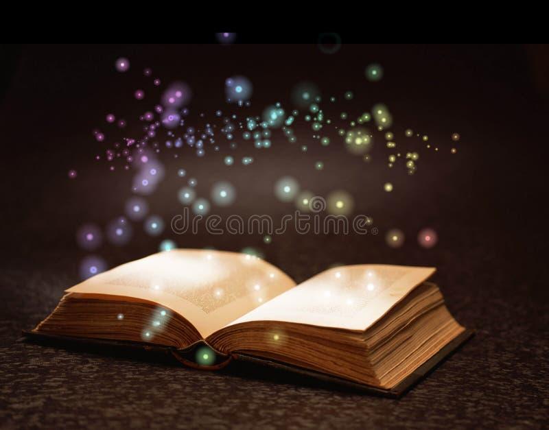 Livro mágico foto de stock