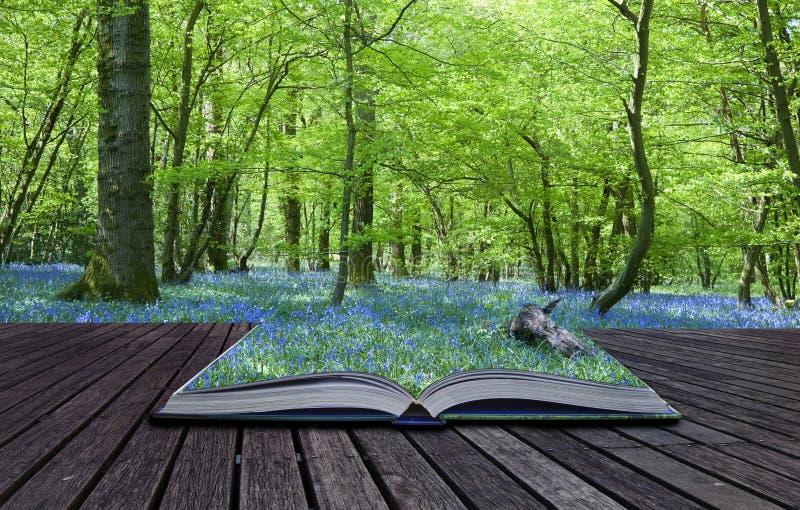 Livro mágico com os índices que derramam o fundo imagens de stock