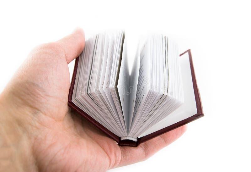 Livro pequeno em uma mão foto de stock