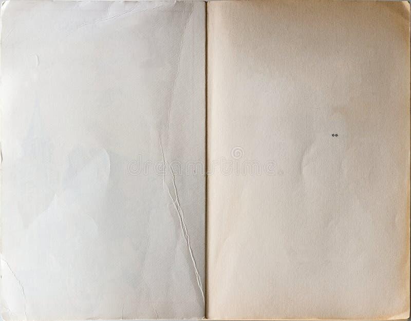 Livro velho aberto à primeira página foto de stock