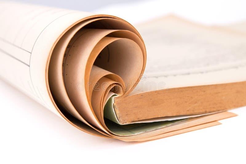 Livro velho aberto, foco seletivo imagem de stock