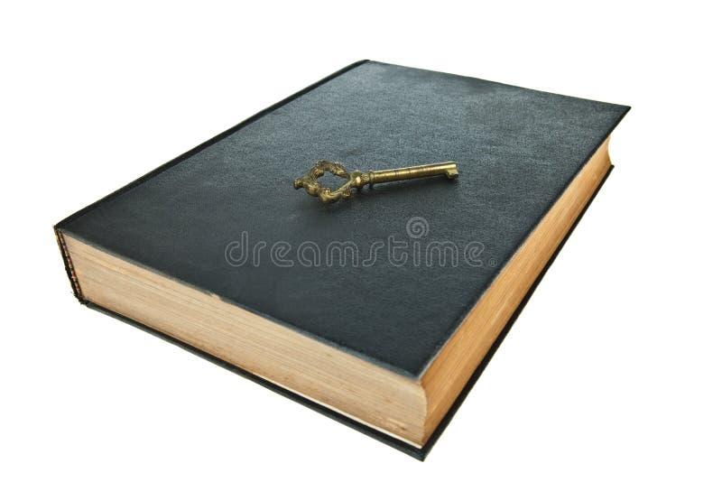 Livro velho com chave imagem de stock royalty free