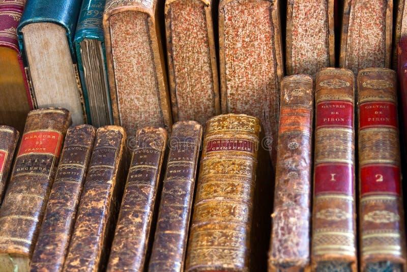 Livros clássicos franceses antigos foto de stock