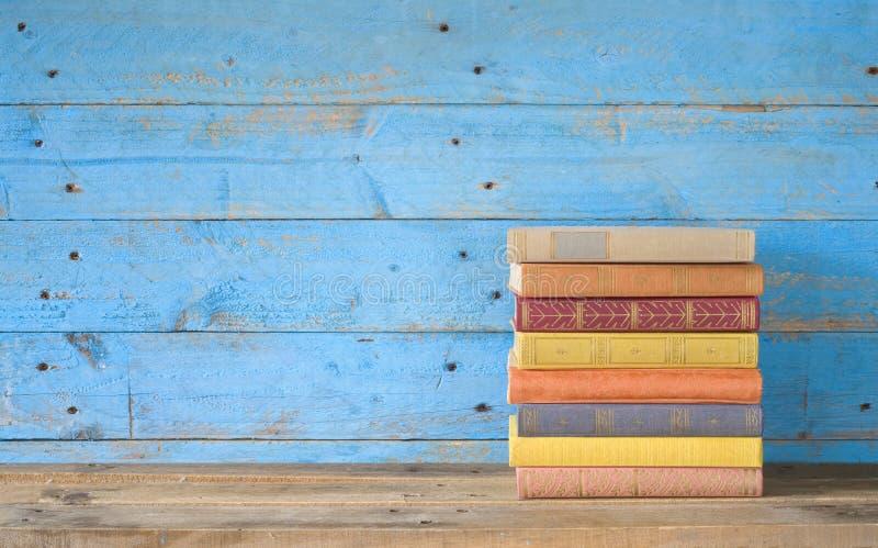 Livros coloridos imagens de stock