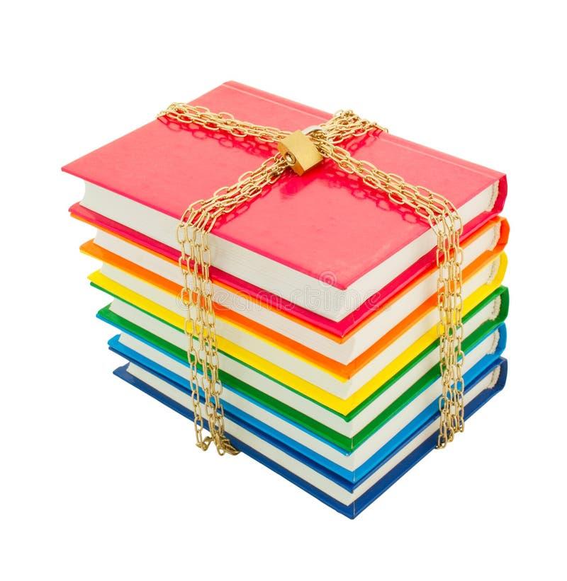 Livros coloridos amarrados acima com correntes fotos de stock royalty free