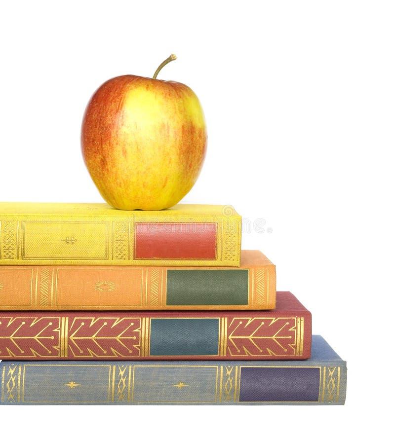 Livros com uma maçã fotografia de stock
