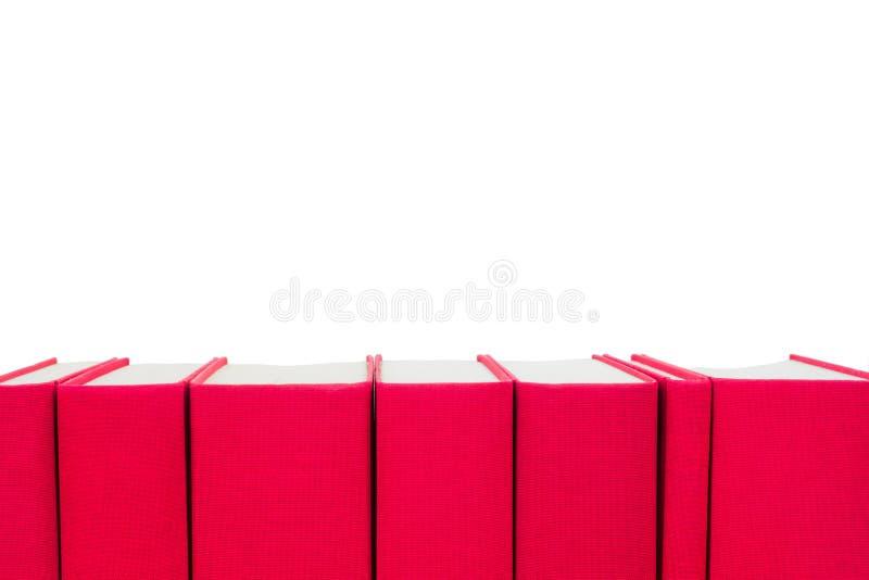 Livros de capa dura vermelhos isolados no branco fotos de stock