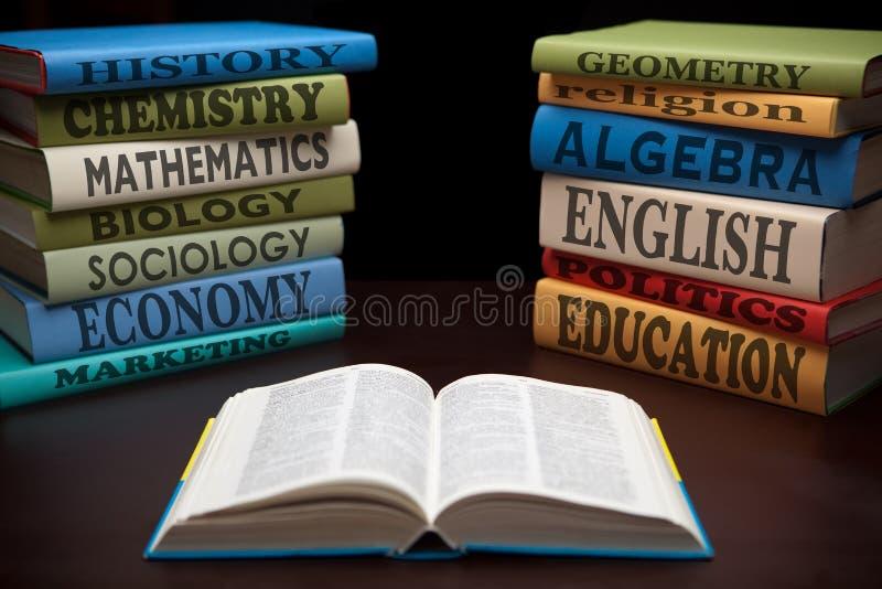 Livros de estudo da instrução de conhecimento foto de stock royalty free
