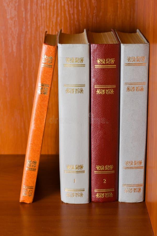 Livros de hardcover velhos imagem de stock royalty free