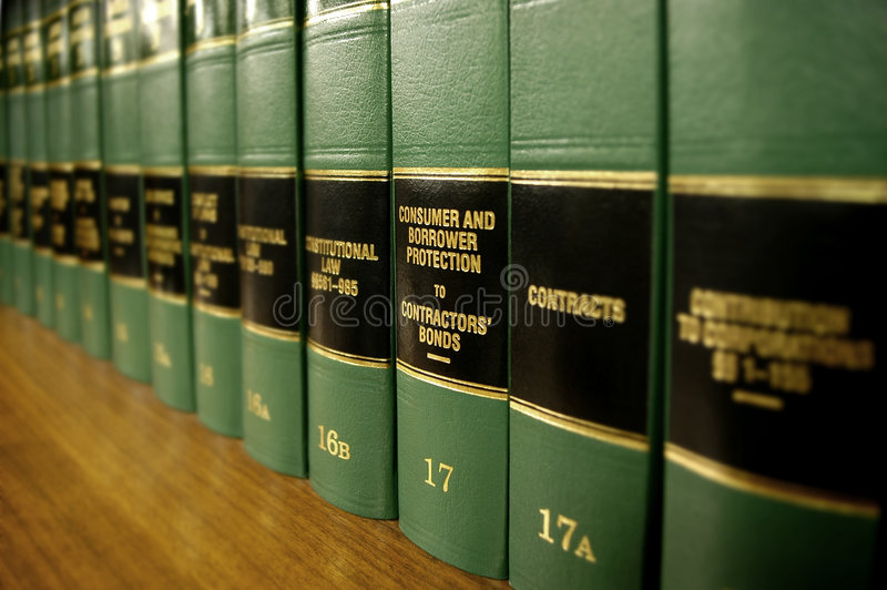 Livros de lei na protecção ao consumidor fotografia de stock