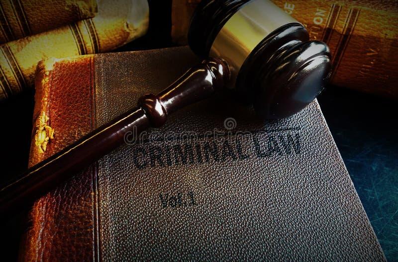 Livros do martelo e de lei criminal imagem de stock royalty free