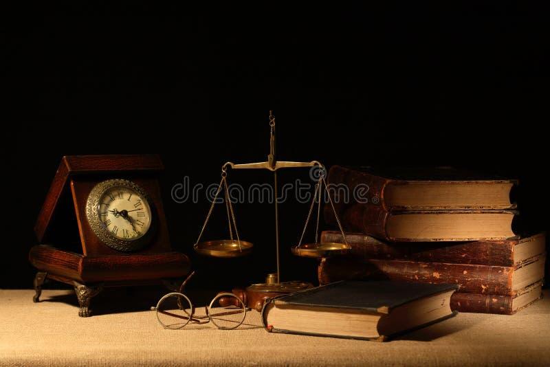 Livros e balanço fotografia de stock