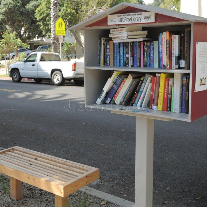 Livros e banco livres imagens de stock