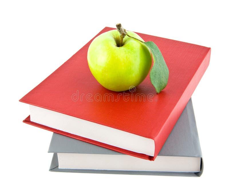 Livros e maçã imagem de stock royalty free