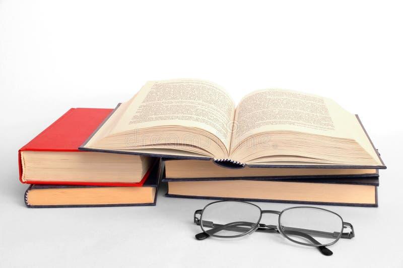 Livros e vidros fotografia de stock