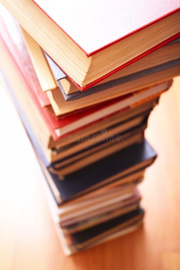 Livros em uma instrução do row? imagens de stock