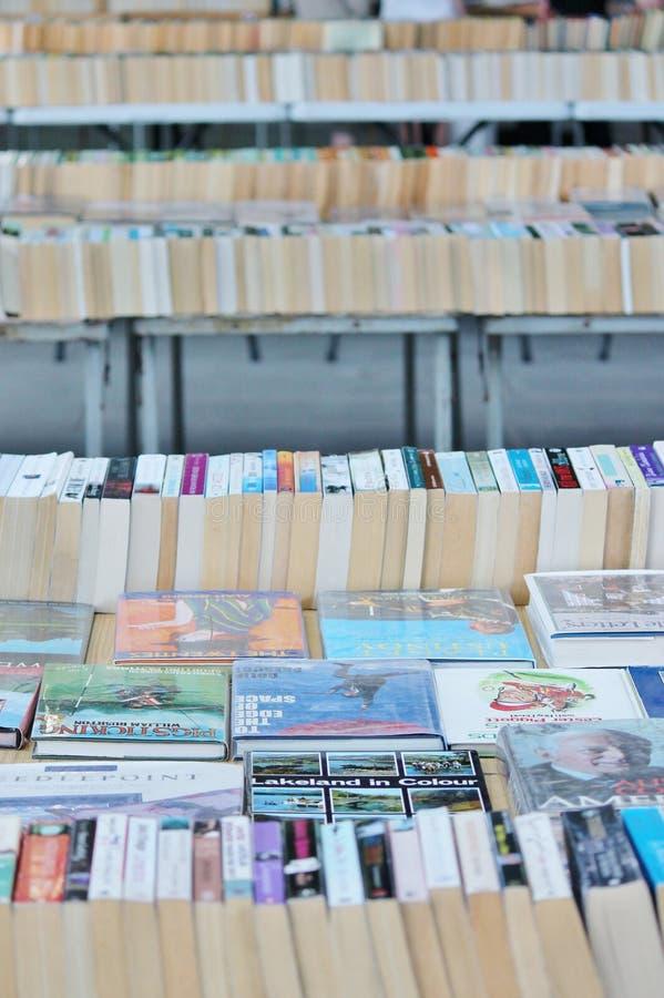 Livros no mercado do livro imagem de stock
