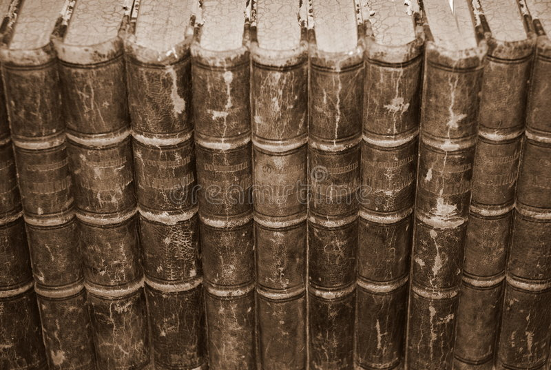 Livros velhos da biblioteca, pesquisa foto de stock