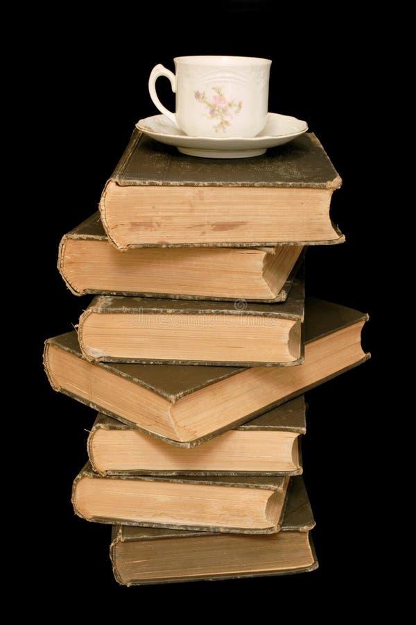Livros velhos e Teacup fotografia de stock