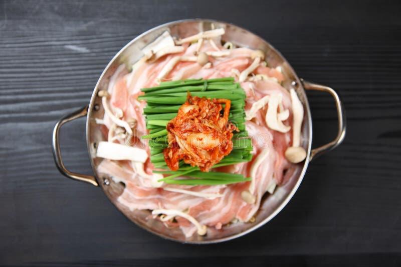 Livsmedel av den varma krukan för griskött och Kimchi royaltyfri foto
