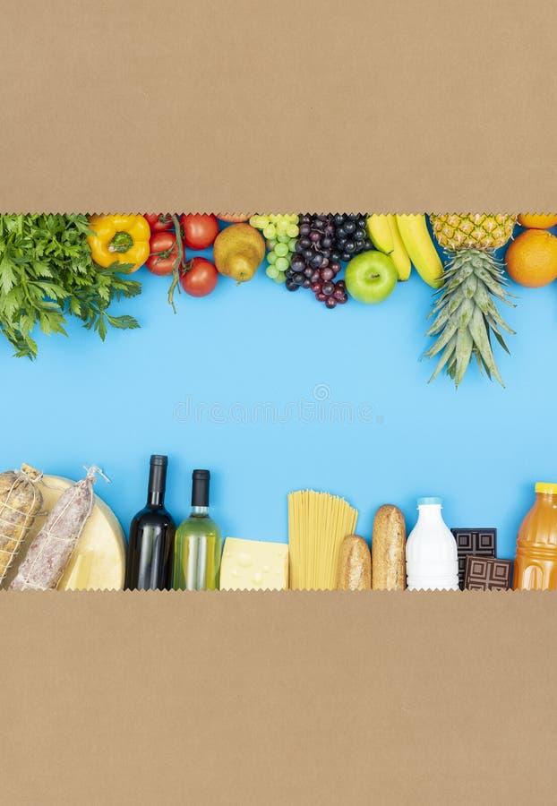 Livsmedelsbutikshoppingpåse med blandade produkter fotografering för bildbyråer