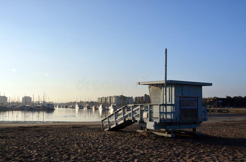 Livvakt Hut på Marina Del Rey Beach, Los Angeles, USA. arkivfoton