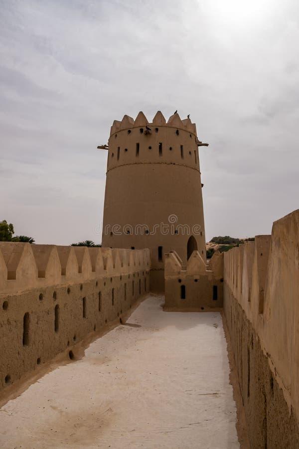 Liwa Fort no deserto de Liwa, Emirados Árabes Unidos imagem de stock