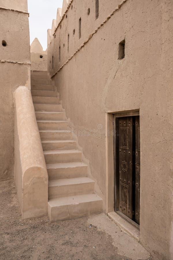 Liwa Fort no deserto de Liwa, Emirados Árabes Unidos fotografia de stock