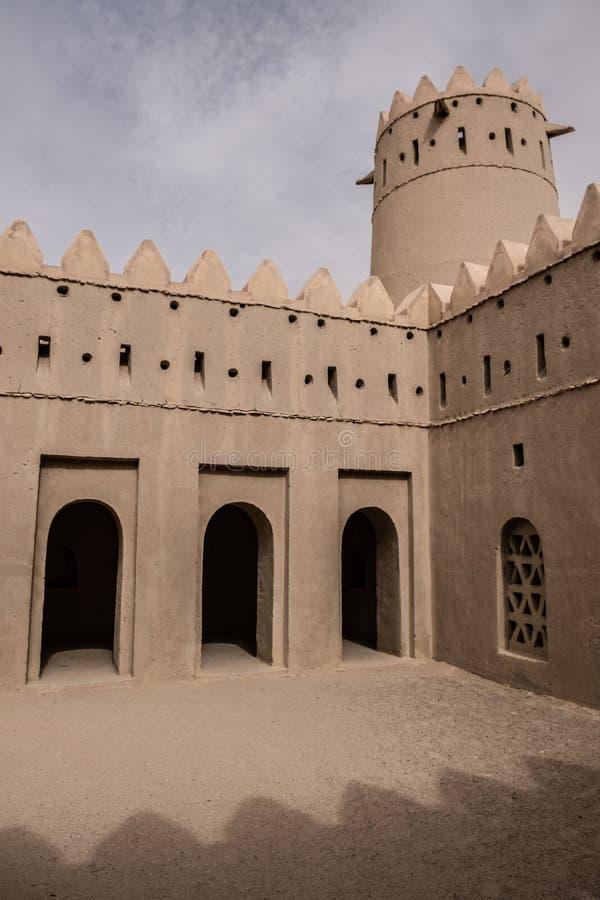 Liwa Fort no deserto de Liwa, Emirados Árabes Unidos imagens de stock