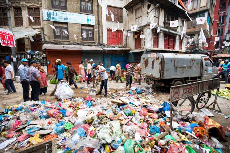 Lixo na cidade imagens de stock royalty free