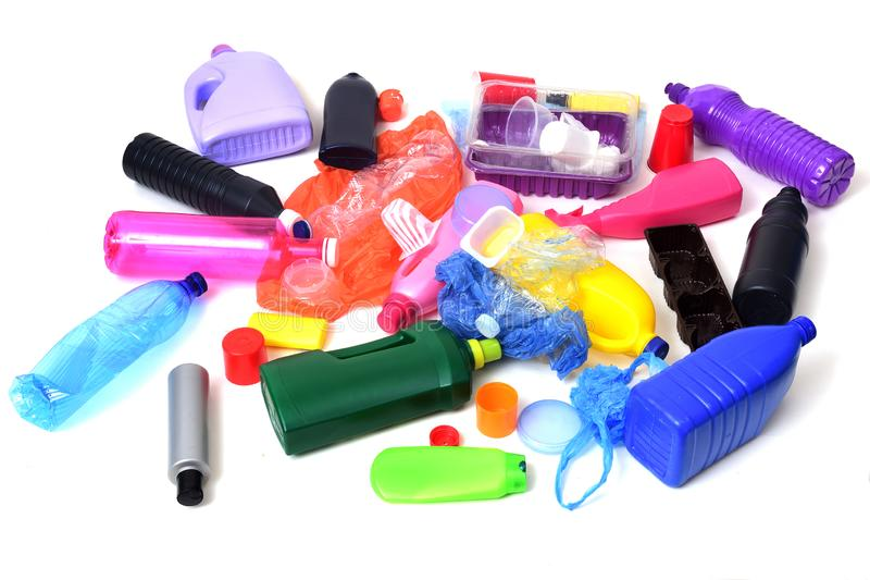 Lixo plástico isolado imagens de stock royalty free